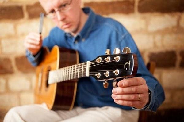 Gitarre selbst stimmen mit Stimmgabel