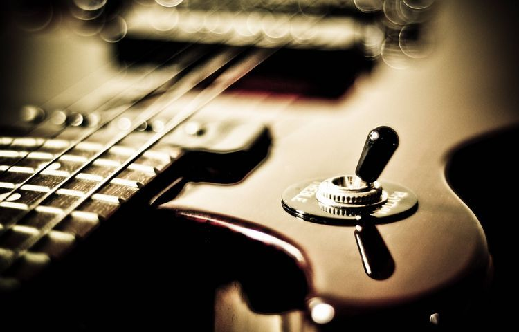 wer hat die Gitarre erfunden